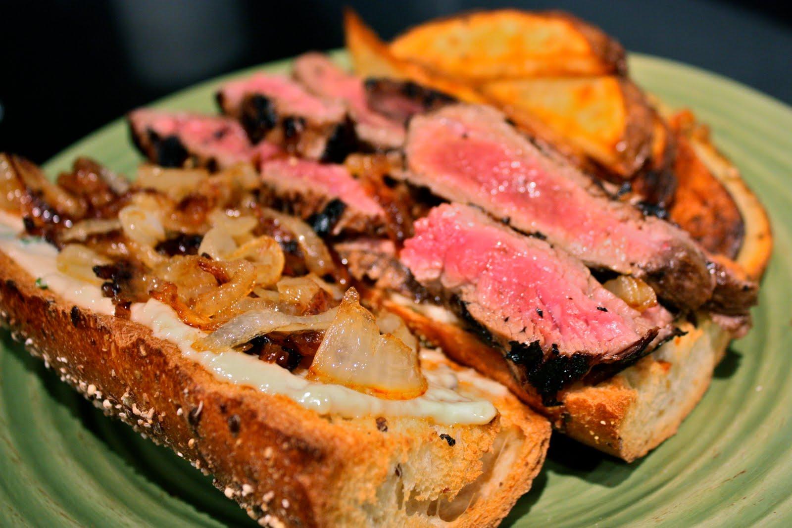 Sliced Steak With Pepper Onion Sauce Om Nom Nom Eats